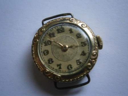 Kleine Armbanduhr 001.jpg