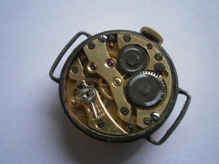 Kleine Armbanduhr 004.jpg