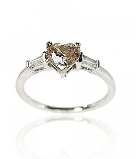 Verlobungsring mit Diamantherz.jpg