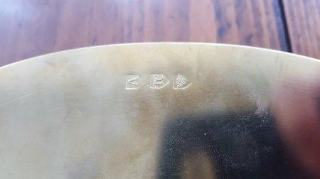 Tablett Metall golden gepunzt - kann mir jemand helfen?