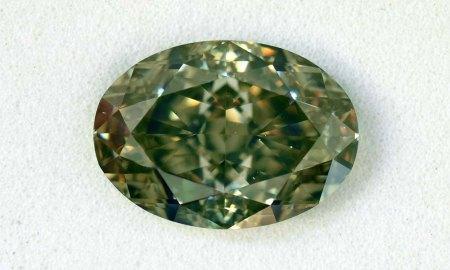 Großer grüner Fancy-Diamant. Welches Foto?