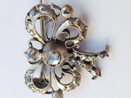 Schmuckversicherung Versicherungswert 2 für evtl antike Diamantbrosche