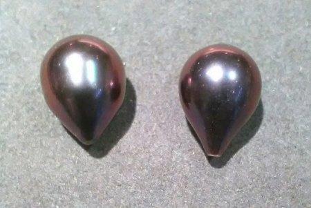 Aubergine-farbener Perlenanhänger