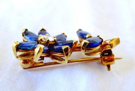 Kleine goldene Brillant-Spinell-Brosche zu verkaufen