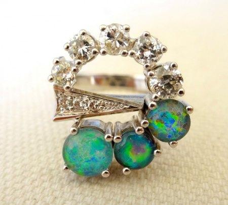 Ungewöhnlicher Opal-Brillant-Weißgold-Ring zu verkaufen