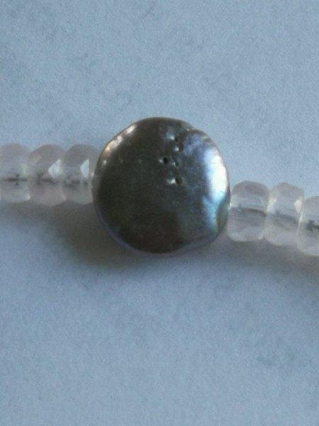 Verkaufe ein Collier aus grauen Süßwasser- Zuchtperl- Flats u. facettierten Aquamarin/Rosenquarz- Tropfen und Rosenquarz-Tropfen als Anhänger mit 925 Schließe