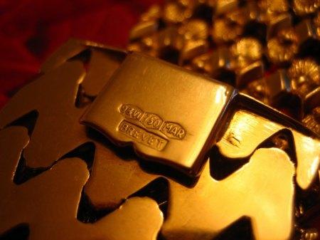 Breites Goldarmband mit Stempel / Bitte um Wertschätzung