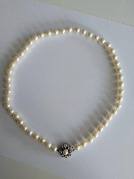 Einschätzung zum Wert einer Perlenkette mit aufwändigem Verschluss und Punze