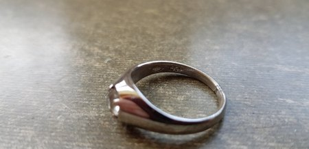Sehr alter Ring mit unbekannten Punzen, Platin?
