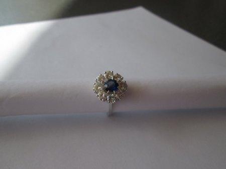 25 Nummer   Ring 750 Weissgold 1Saphir mit 8 Diamanten