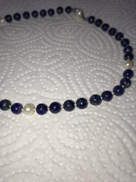 Wert blaue Perlenkette