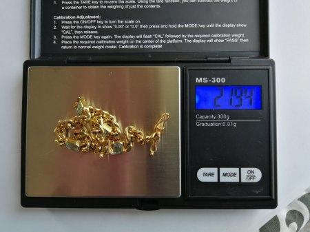 Ich biete eine 585er Armband mit 4 Aquamarin (?)
