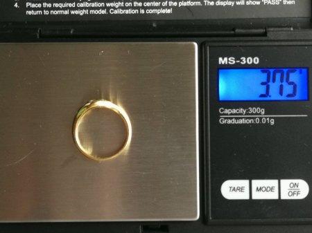 Ich biete einen 750er Ring mit 5 Diamanten