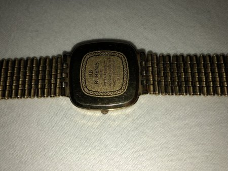 Könnt ihr mir weiter helfen wie teuer diese Uhr wäre ?