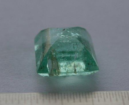 Ist das ein grüner Beryll oder schon ein Smaragd