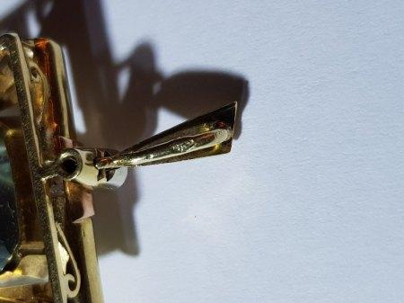 """2x Blumenbrosche Weißgold und Gelbgold / 1x Anhänger Gold mit Brillianten und """"Aquamarin"""" / 1x Anstecknadel """"Trauerschmuck"""" schwarz"""