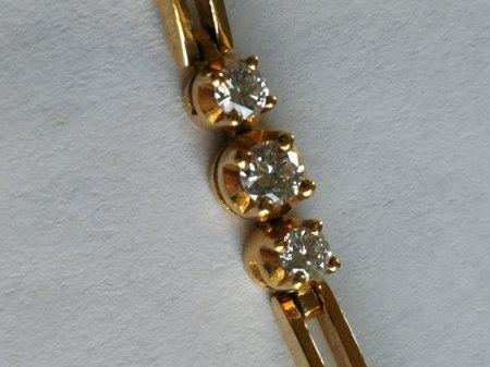 Ich biete ein Armband aus 750 Gold und Brillianten