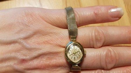 Feine Damen Armbanduhr in 585 Gold