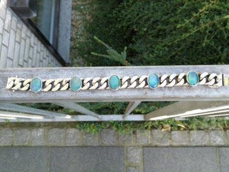 Ich biete ein 585er Armband mit Opal - Tripletten