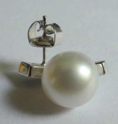 Perlenkette und Steine