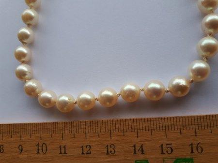 Bitte um Wertschätzung einer Perlenkette mit unterschiedl. Perlenfarben