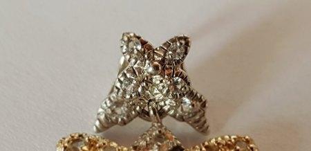 Silber Gold Anhänger mit 75 Steinen. Was genau ist das?