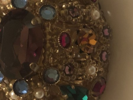 Aus welchem Material könnte es sein? Schaumgold?