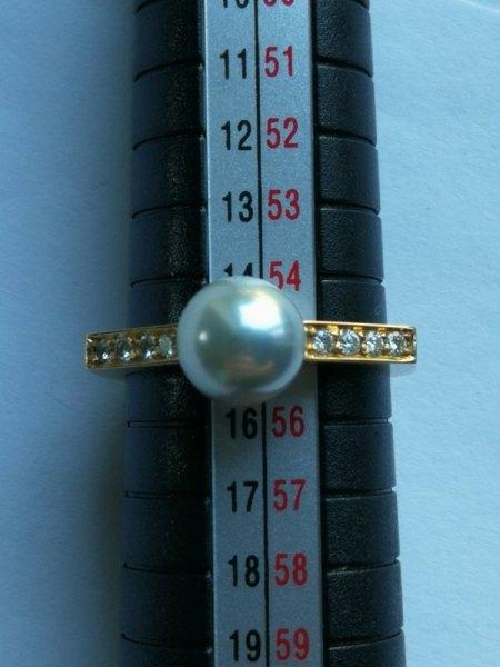 Ich biete einen 750er Goldring mit Akoya Perle 8mm