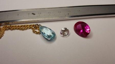 Aquamarin Anhänger und Steine