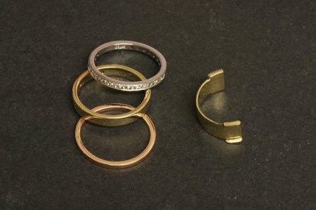 Zwei Ringe an einem Finger tragen