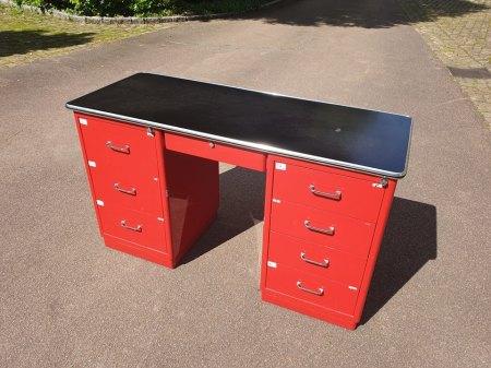 Schöner Schreibtisch von Baisch in rot