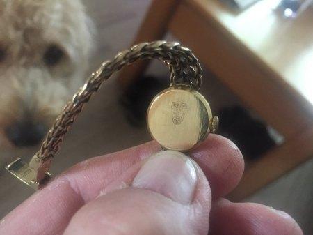 Goldene Uhr gefunden