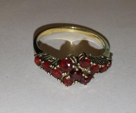 Granat(?)ring
