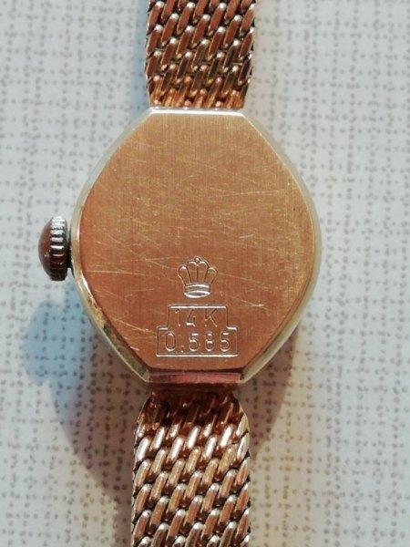 Goldene Armbanduhr für Damen