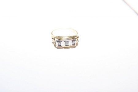 Bitte um Bewertung eines Ringes mit Steinbesatz