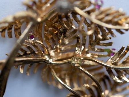 Brosche Gelbgold 750, Blattmuster mit Steinen