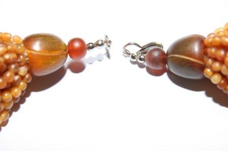 Bitte um Einschätzung einer Kette mit braunen Perlen?