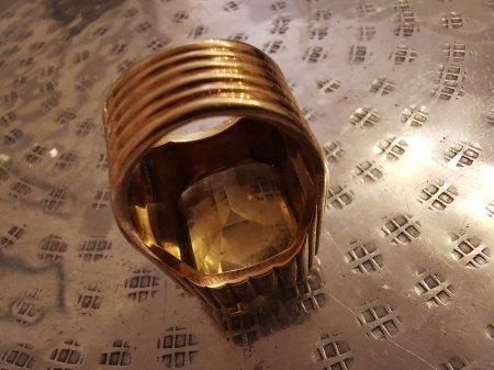 Bitte um Hilfe :: Außergewöhnlicher Ring