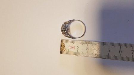 Safir Ring mit Diamanten