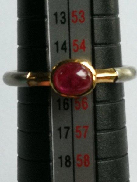 Ich biete einen Platin/Gold Ring mit Rubincabachon