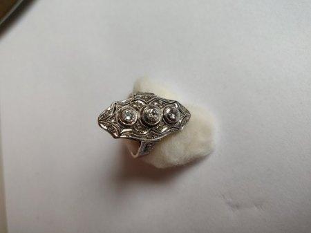 Wertschätzung: Ring aus den 20er Jahren mit Diamanten besetzt.