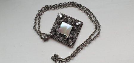 Silberkette mit Anhänger und steinchen