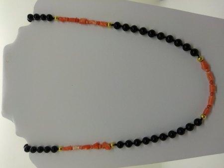 Biete Kette Onyx/Koralle