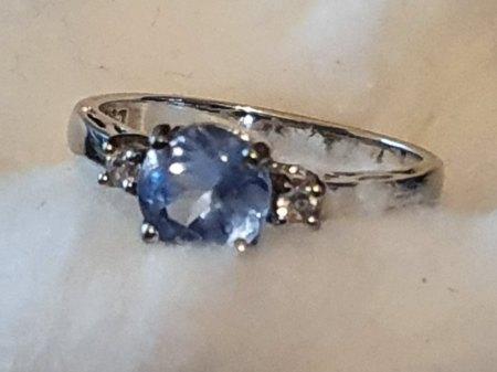 Sehr schöner Silberring 925 mit einem großen bläulichen Edelstein