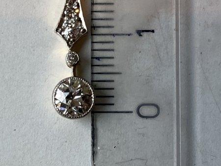 Halskette mit Steinen ohne Punze