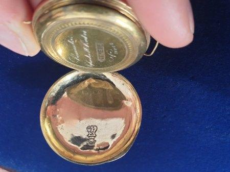 Punze kleine Taschenuhr/Armbanduhr Gold?
