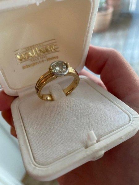 Brilliant Ring in Wohnung meines verstorbenen Großvaters gefunden. Gutachten existiert. Was ist der Ring heute wert?