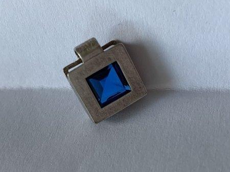 Silberanhänger mit blauem Stein