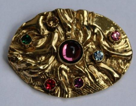 Alte Brosche,goldfarben mit Steinen, ungewöhnliches Design, zwei hochgestellt Punzen, GE? (oder GTE?) und R im Kreis. was ist das?