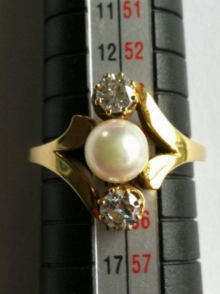 Ich biete einen 750er Ring mit 2 Diamanten und 1 Zuchtperle